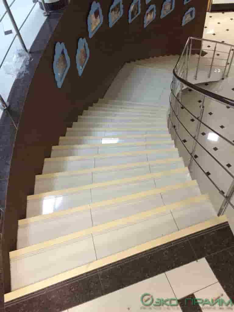 Виды противоскользящих накладок на ступени